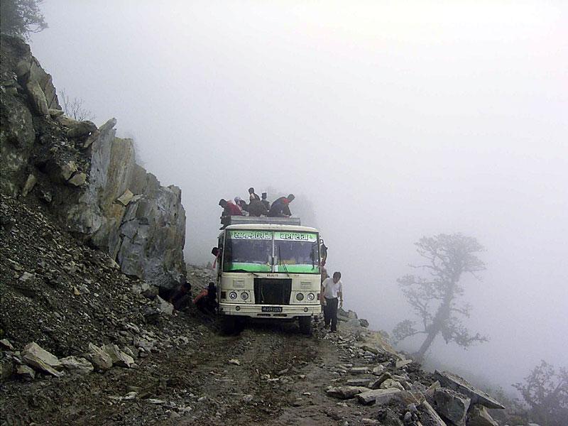 bus-an-schlucht_0076