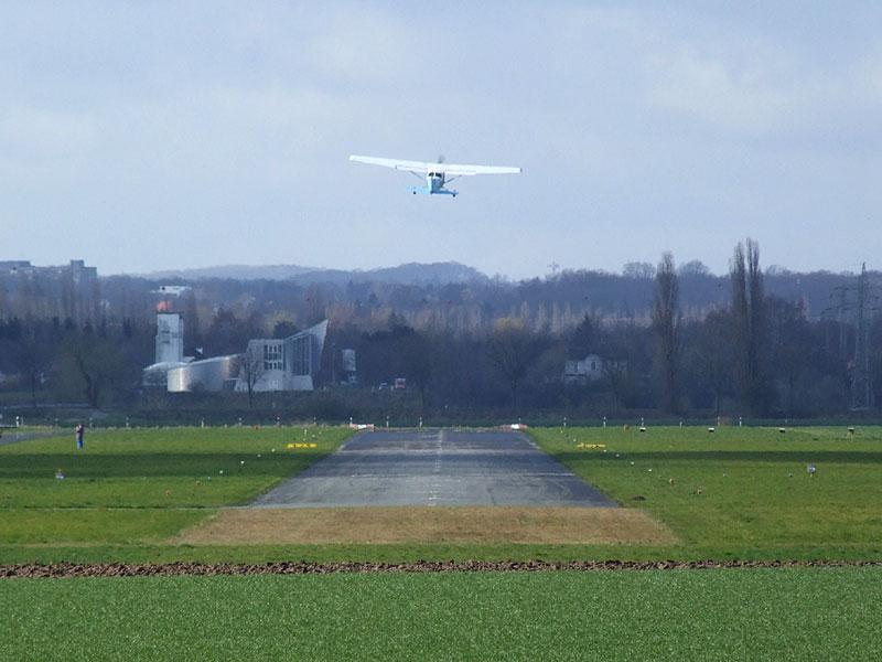 Cessna 172 startet in Porta Westfalica
