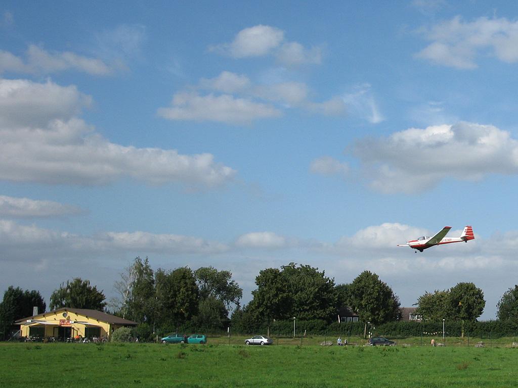 Falke im Anflug auf Merzbrück