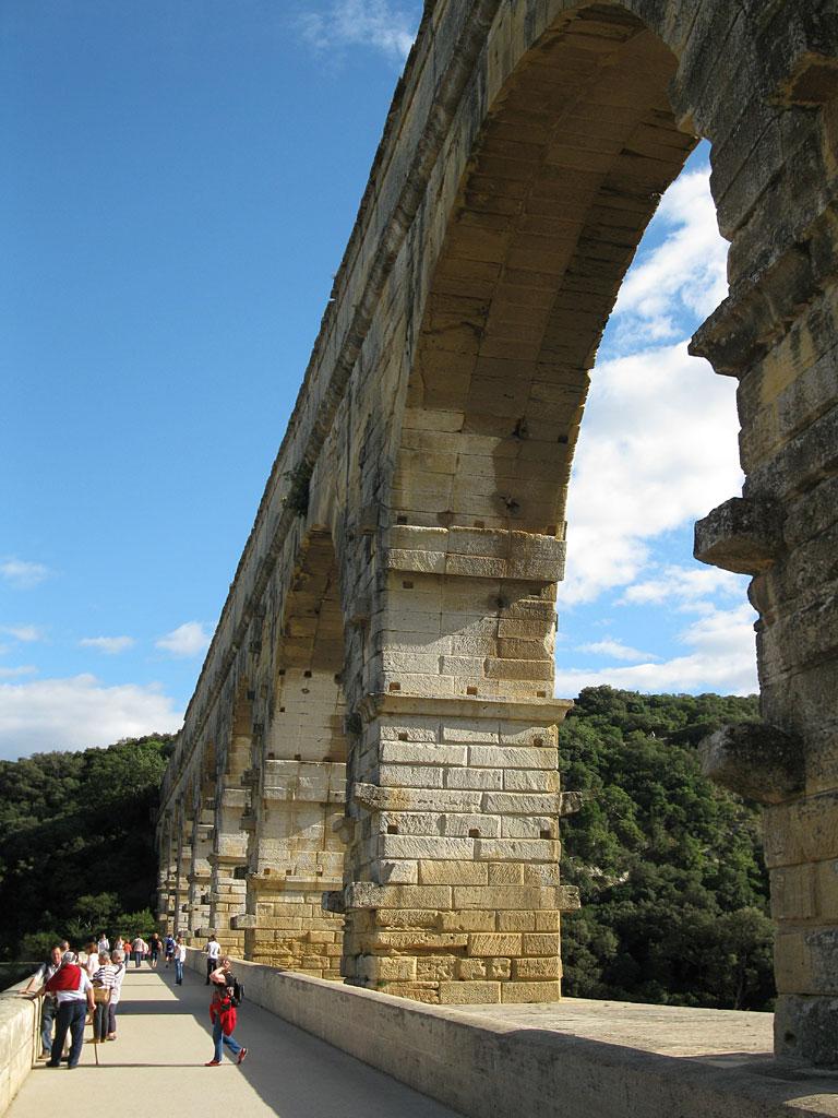 825_Pont-du-Gard-hoch_1024