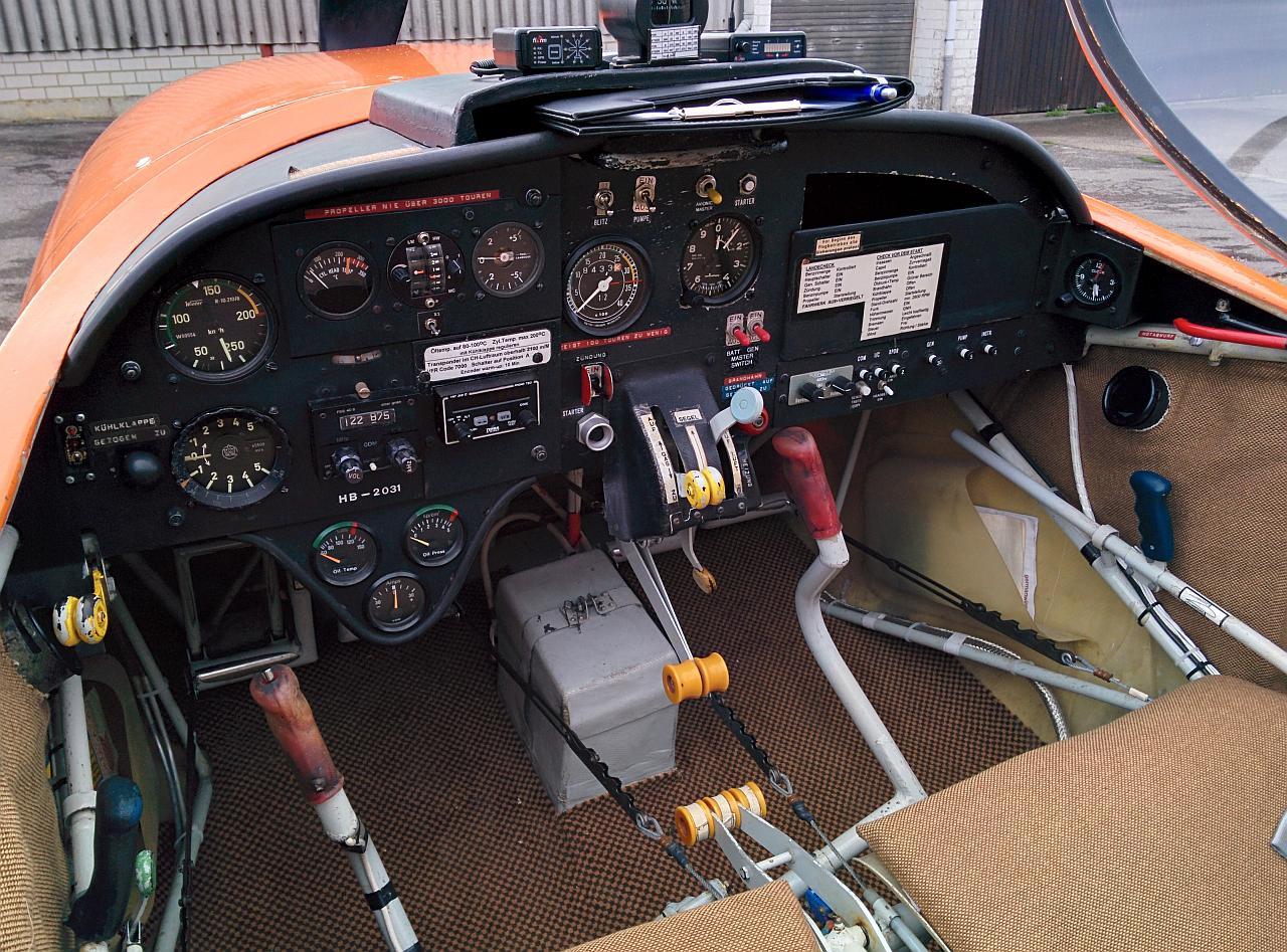 Cockpit_172651