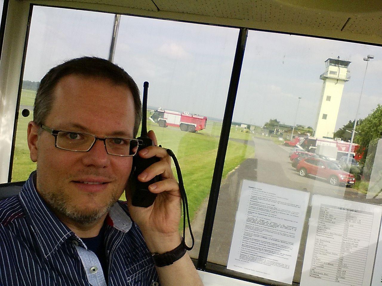 """""""Nörvenich Info, Piste Zwo-Fünf selbständig, was kann ich für Sie tun?"""""""