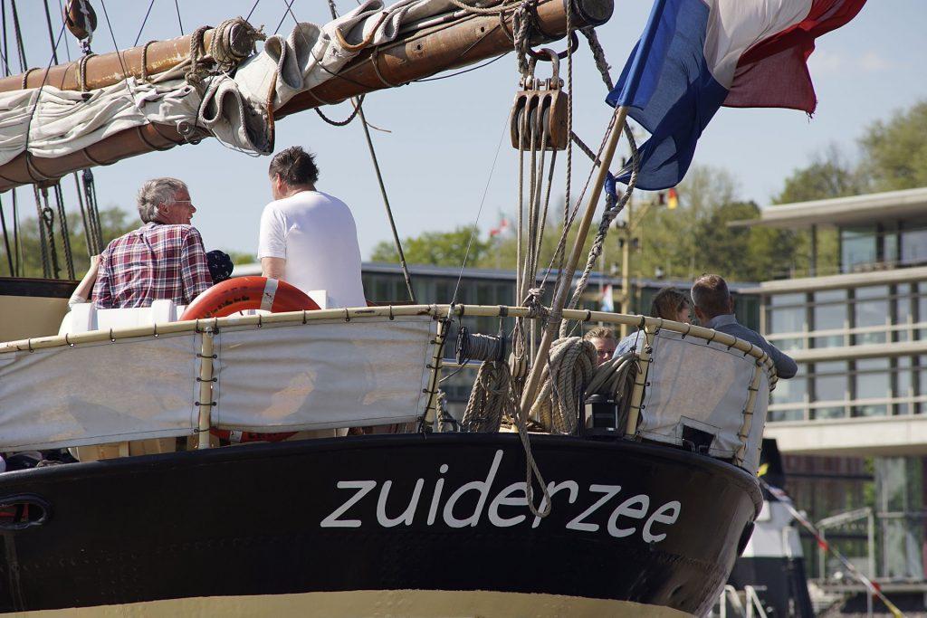 """Von der 1910 gebauten """"Zuiderzee"""" war nach fast 70 Jahren nur noch ein antriebsloser Rumpf übrig, als ein niederländischer Kapitän sie kaufte und in einen eleganten Zweimastschoner zurückverwandelte"""