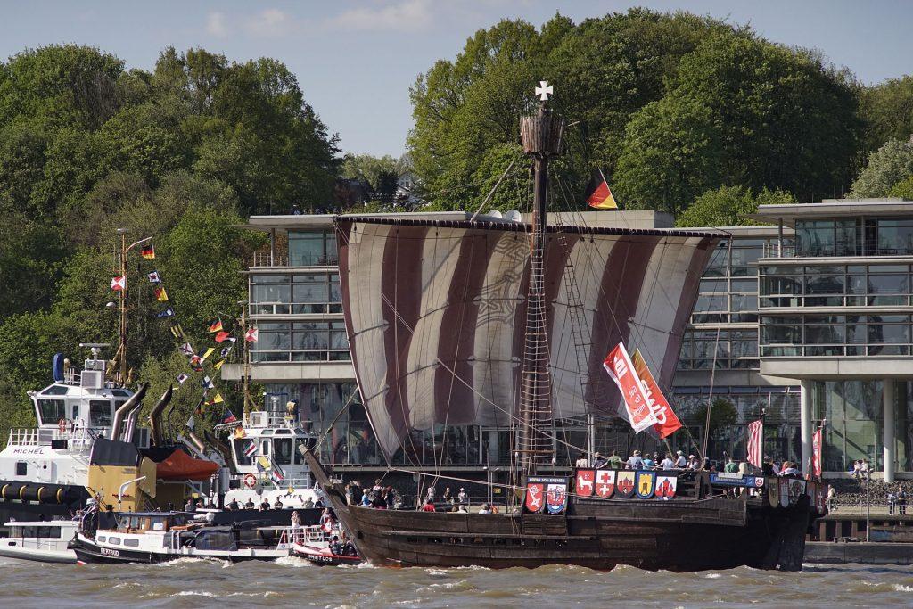 """Die """"Ubena von Bremen"""" ist ein Nachbau einer 1962 im Schlamm der Weser entdeckten Hansekogge aus dem Jahr 1380."""