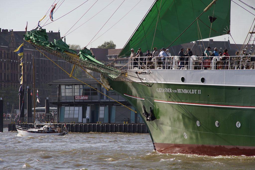 """Die grüne """"Alexander von Humboldt II"""" wurde 2011 neu gebaut, nachdem die sicherheitstechnische Modernisierung des aus der """"Beck's""""-Werbung bekannten Vorgängers zu teuer geworden war."""