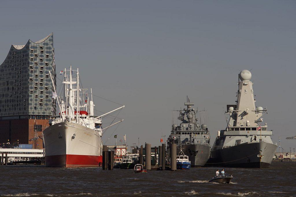 """Trio: Das Museumsschiff """"Cap San Diego"""", die Fregatte """"Brandenburg"""" der Bundesmarine und der Lenkwaffenzerstörer """"Duncan"""" der Royal Navy"""