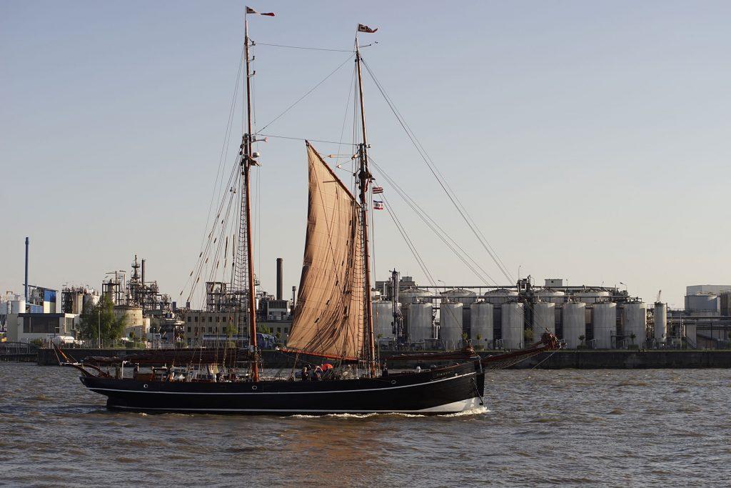 """Die """"Atalanta"""" brachte bis 1928 in der Elbmündung Lotsen zu ihren Schiffen. Später machte Helmut Schmidt mit Staatsgästen an Bord Weltpolitik."""