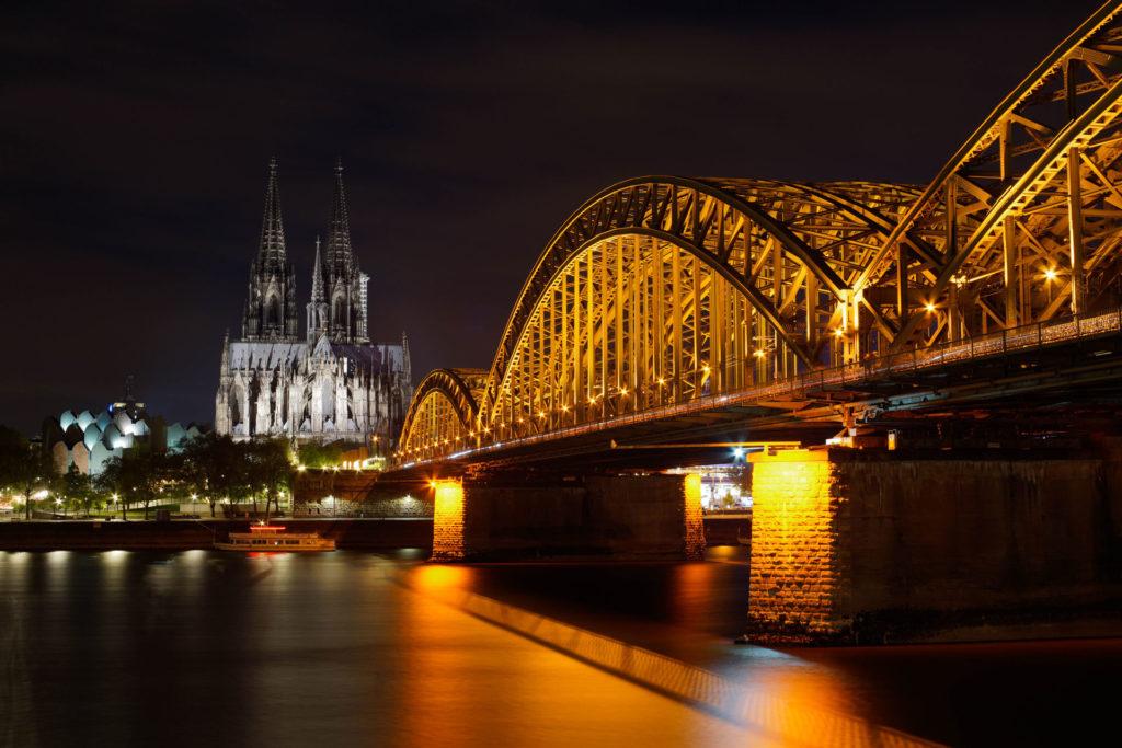 Hohenzollernbrücke. Sony A7 II mit Carl Zeiss Jena Prakticar 1.4 50 II, ca. F11, 72s, ISO 100